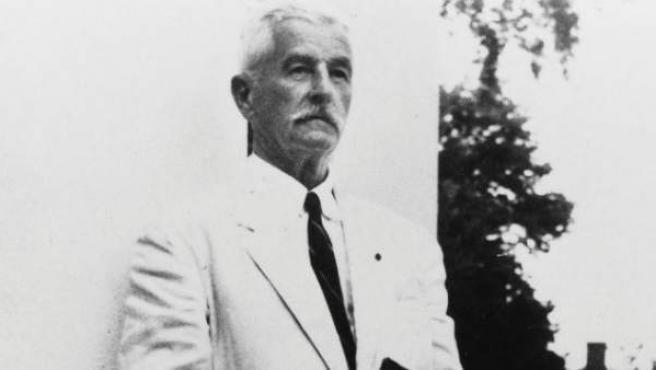 El narrador y poeta estadounidense falleció el 6 de julio de 1962.
