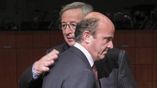 El presidente del Eurogrupo, Jean-Claude Juncker, y el ministro español de Economía y Competitividad, Luis de Guindos.
