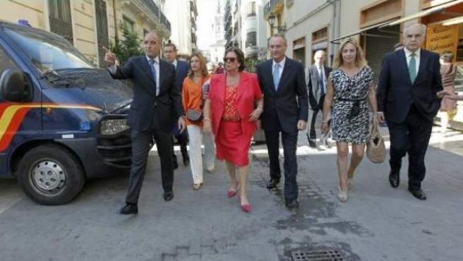 El expresidente de la Generalitat Valenciana Francisco Camps, junto a la alcaldesa de Valencia, Rita Barberá; el actual presidente autonómico, Alberto Fabra; la alcaldesa de Alicante, Sonia Castedo, y el exportavoz del PP en Les Corts Rafael Blasco, el día de la investidura de Fabra, en julio de 2011.