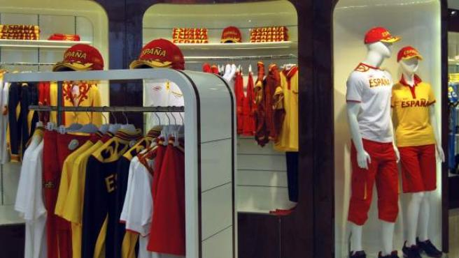 Tienda de Bosco en Londres con la equipación española de los Juegos de Londres.