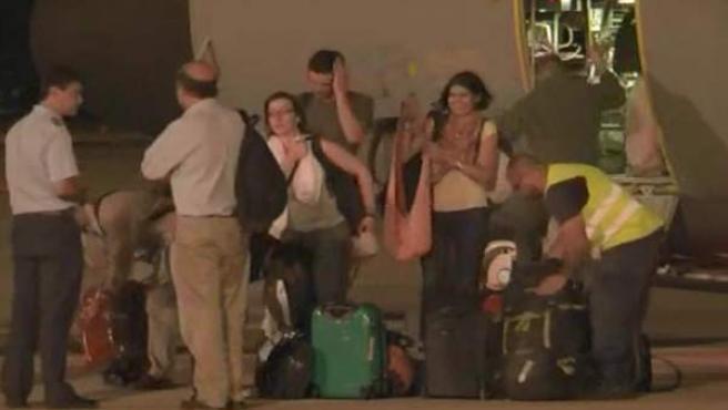 Tras la recomendaciones del ministerio de Exteriores, quince cooperantes españoles en los campamentos saharauis abandonaron su labor y regresaron a España.