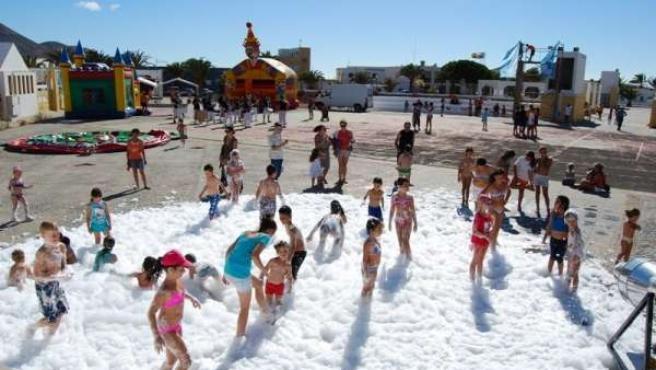 Niños participantes de las actividades de Ludojoven en La Oliva