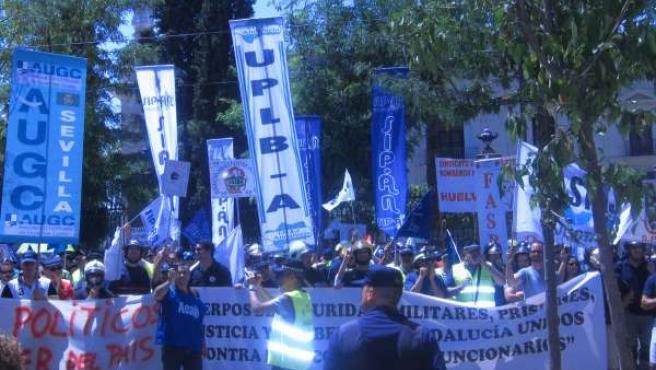 Manifestación cuerpos de seguridad a las puertas del PP