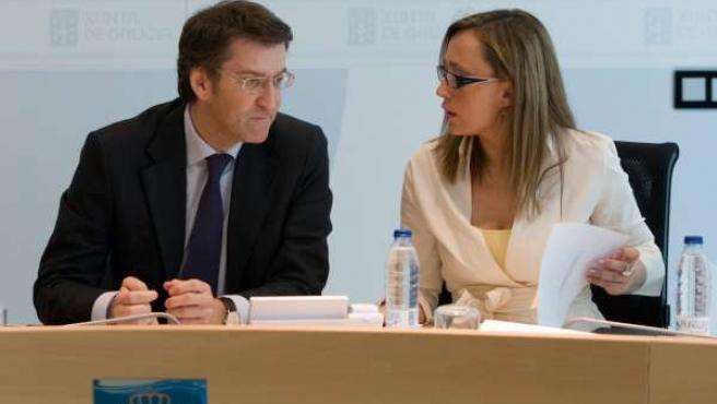 Feijóo Y Elena Muñoz Hablan Durante El Consello