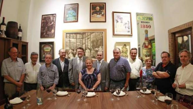 Puig Y Calabuig Junto A Miembros De Colectivos De El Cabanyal