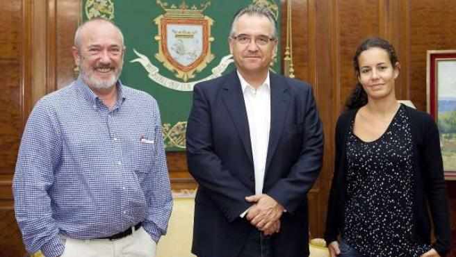 Enrique Maya recibe al director gerente del INAAC, Koldo Lasa.