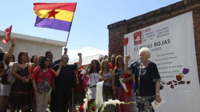 Concha Carretero, detenida junto a las 13 jovenes socialistas, durante su intervención en el acto organizado por la Fundación Trece Rosas.