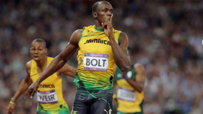 Usain Bolt se tapó la boca con el dedo a su llegada en los 200 metros en los Juegos de Londres.
