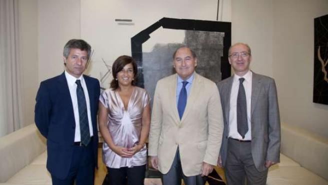 La consejera de Sanidad y el presidente de Caja Cantabria