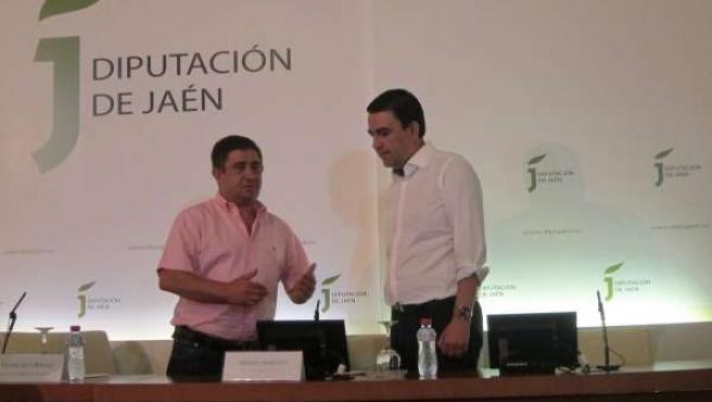 Francisco Reyes Y Mario Jiménez Conversan Antes De La Rueda De Prensa.