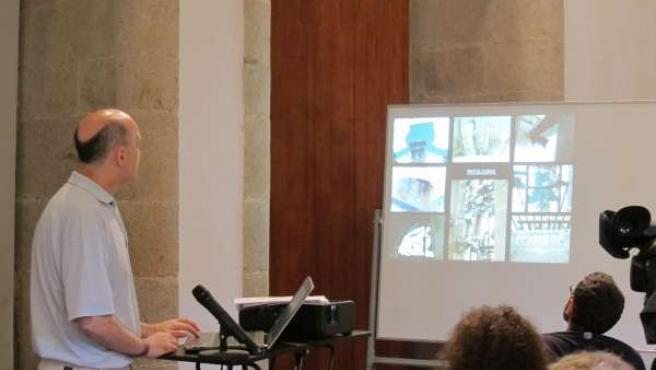 El arquitecto Javier Alonso presenta el arreglo de las torres del Obradoiro