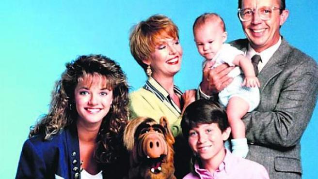 El extraterrestre y la familia protagonistas de la serie 'Alf'.