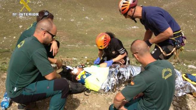 Rescate al ciclista accidentado en el Puerto de Aliva