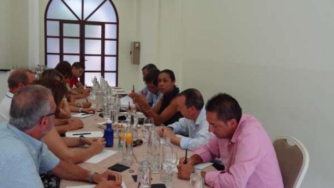 Reunión de Lola Johnson con el sector turístico de Benidorm