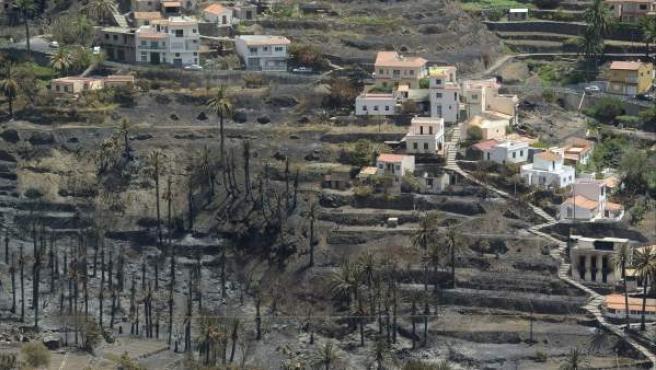 Estado de las casas situadas en el Barranco de Guadá, en el municipio de Valle Gran Rey, tras el paso del incendio que lleva diez días asolando La Gomer.