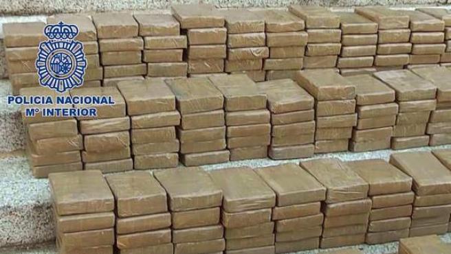 Paquetes de cocaína interceptados por la Policía Nacional.