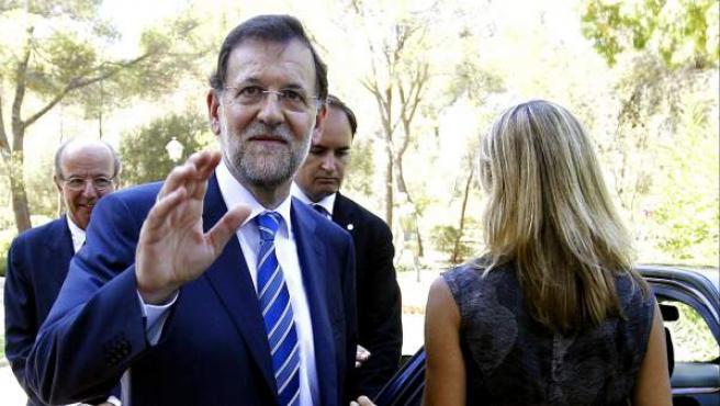 Mariano Rajoy se despide tras despachar con el rey en el Palacio de Marivent.