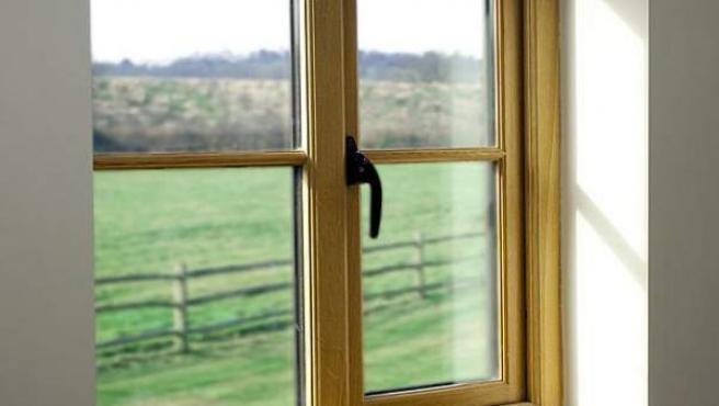 En las juntas de la ventana se puede aplicar espumas de poliuretano.