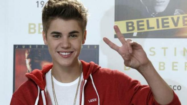 La joven estrella canadiense Justin Bieber presenta su consagración como músico con su álbum Belive.