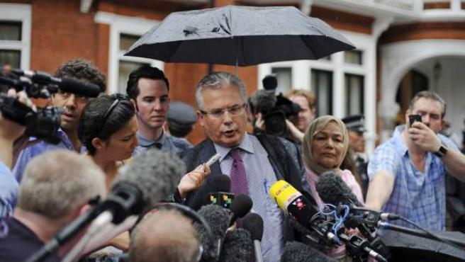 Baltasar Garzón comparece ante los medios en su defensa de Assange.