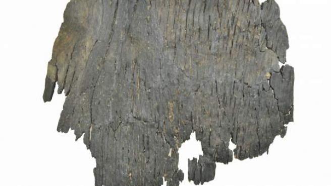 Un fragmento del supuesto barco más antiguo del mundo, hallado en la ciudad de Uljin (Corea del Sur)