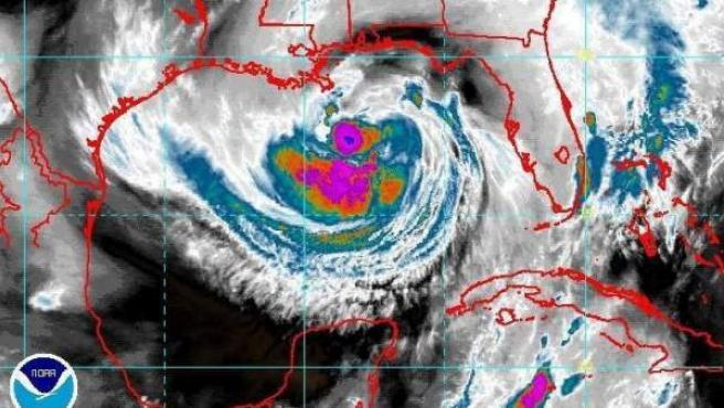 Situación de la tormenta tropical Isaac en el Golfo de México, frente a Nueva Orleans.