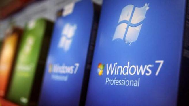 Copias del sistema operativo Windows 7 en una tienda.