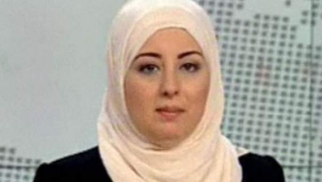 Fatima Nabil, la primera mujer en presentar con velo un telediario en egipto.
