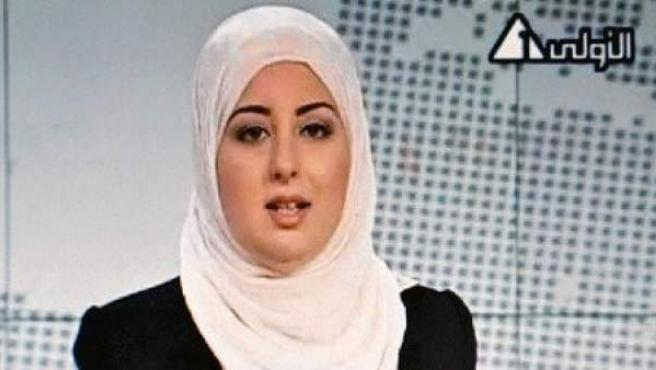 Fatma Nabil, primera presentadora que aparece con velo en informativos de la televisión estatal egipcia.
