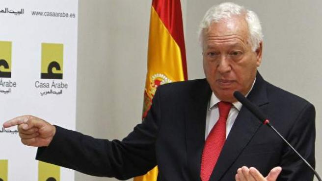 El ministro de Asuntos Exteriores, José Manuel García-Margallo, y el presidente del Consejo Nacional sirio, Abdul Baset SeidA este lunes en Madrid