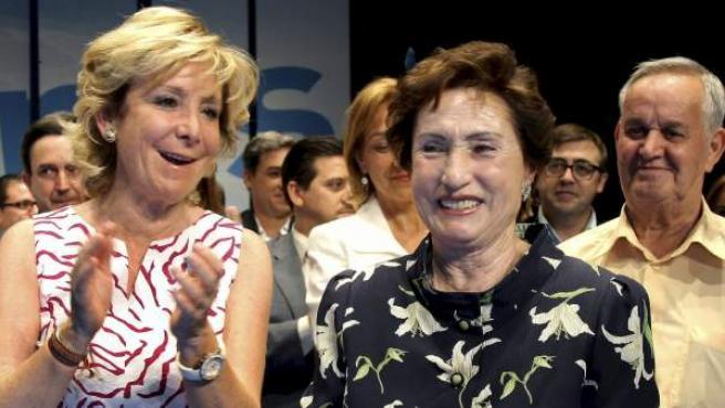 La presidenta de la Comunidad de Madrid Esperanza Aguirre (c) y el vicepresidente Ignacio González (i).