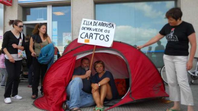 Protesta de afectados por las preferentes en A Illa