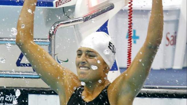 La nadadora paralímpica tinerfeña Michelle Alonso (clase S14) ha dado hoy a España la primera medalla de oro en la natación en los Juegos Paralímpicos de Londres 2012, al imponerse en la final de los 100 metros braza, con un tiempo de 1:16.85, además de lograr un récord del mundo.