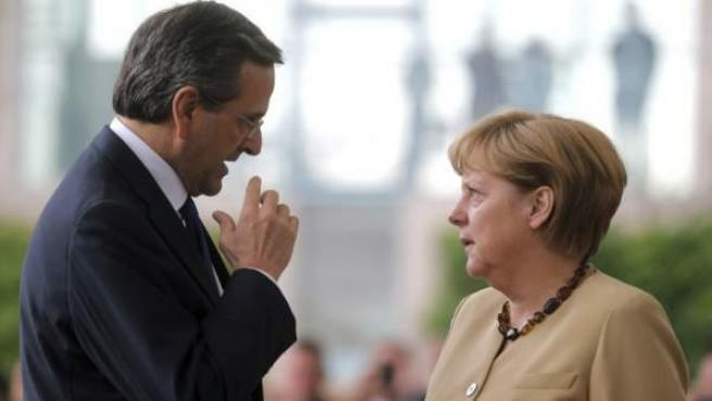La canciller alemana, Angela Merkel (d), y el primer ministro griego, Andonis Samarás (i), en una reunión que mantuvieron meses atrás en la cancillería Federal en Berlín.