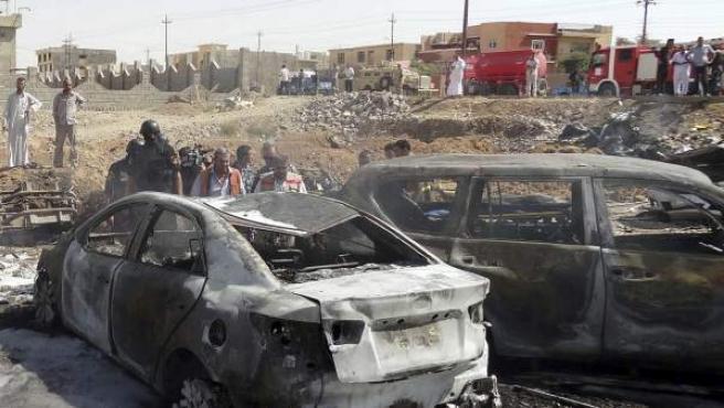 Restos materiales de un atentado con coche bomba en Kirkuk.