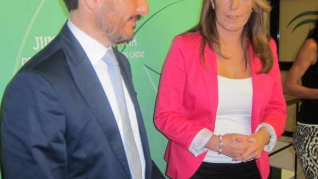 La Consejera De La Presidencia, Susana Díaz, Junto Al Delegado Del Gobierno