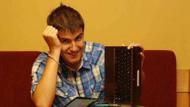 Luis Iván Cuende, ganador del concurso HackNow 2011.