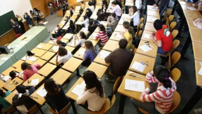 Imagen de alumnos en una clase.