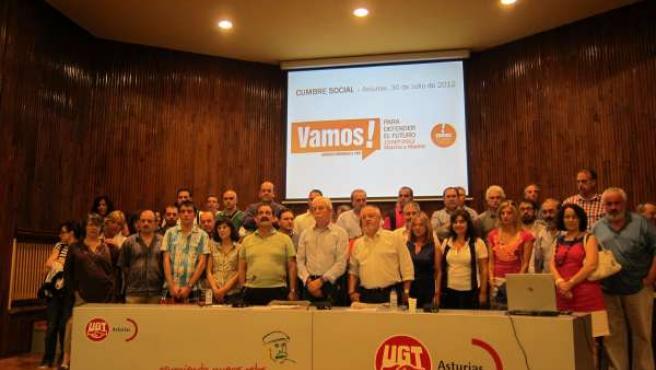 Integrantes de la 'Cumbre social' asturiana.