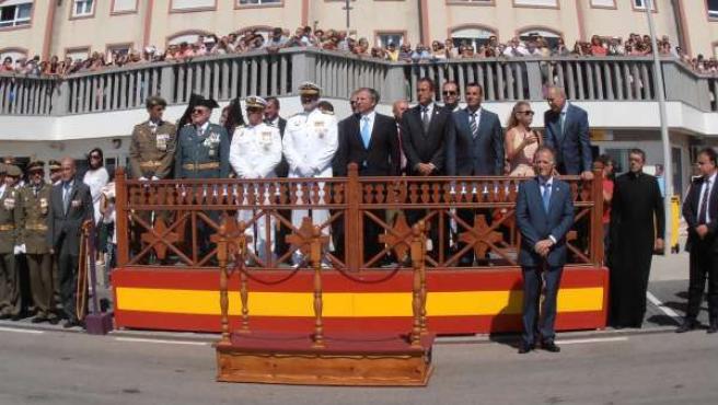 Distintas autoridades presiden el acto de Jura de Bandera