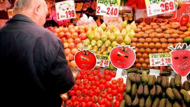 Frutas, Verdura En Un Puesto De Mercado