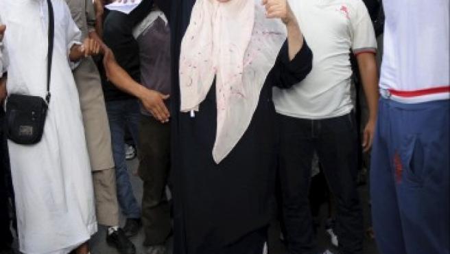 Unos manifestantes pisan una bandera estadounidense durante una concentración frente a la Embajada de Estados Unidos en Túnez (Túnez) en protesta contra un vídeo realizado por Sam Bacile, un israelí-estadounidense, en el que se critica el islam y se caricaturiza la figura del profeta Mahoma.