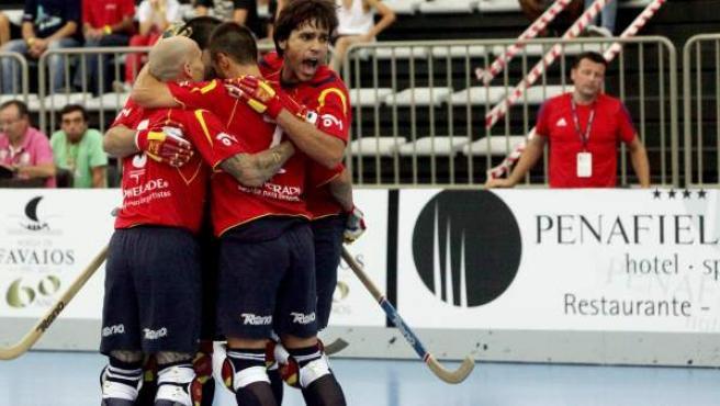 Los jugadores de España celebran una anotación en el Europeo de Paredes.
