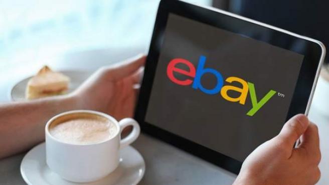 Una tableta con el logotipo de eBay.