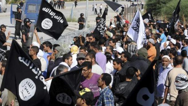 Imagen de la manifestación convocada frente a la embajada de los EE UU, en Túnez.