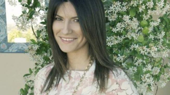 La cantante Laura Pausini posa embarazada.
