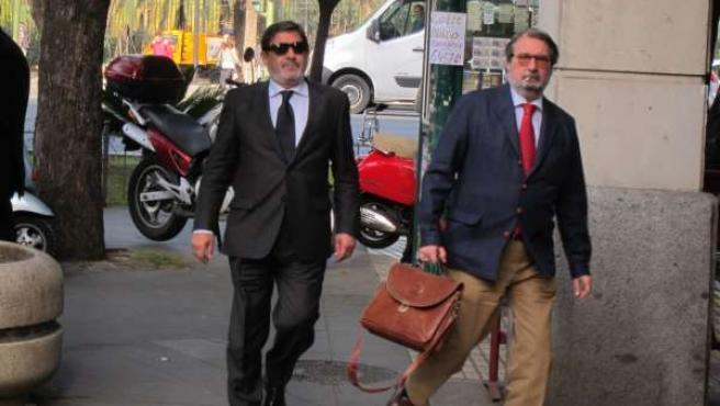 Guerrero, Con Su Abogado, A La Llegada A Los Juzgados