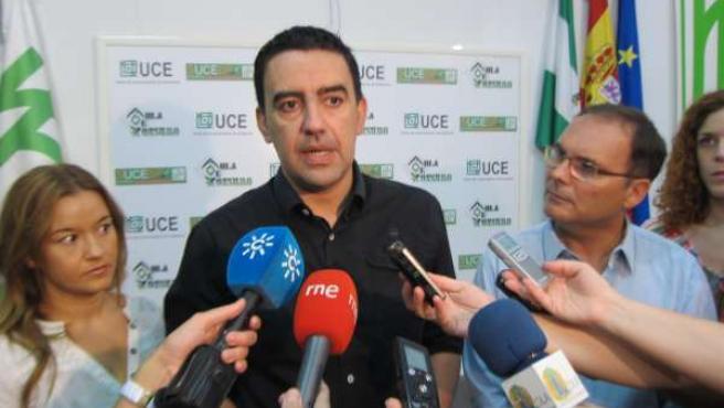 El vicesecretario general del PSOE-A, Mario Jiménez, atiende a los periodistas