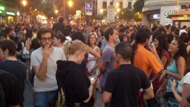 Decenas de personas se concentran en Lavapiés para protestar por el cierre del CSO Casablanca.