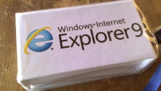 Paquete con el logotipo de Internet Explorer 9.